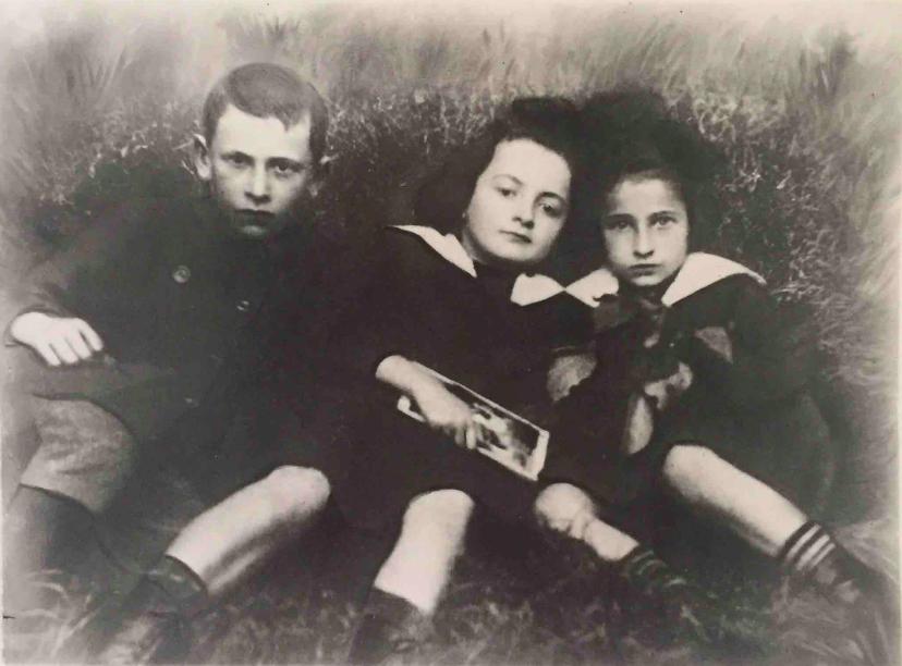 Sala Glass (au centre) avec deux cousins à Chrzanów, vers 1916. (Autorisation : Hadley Freeman)