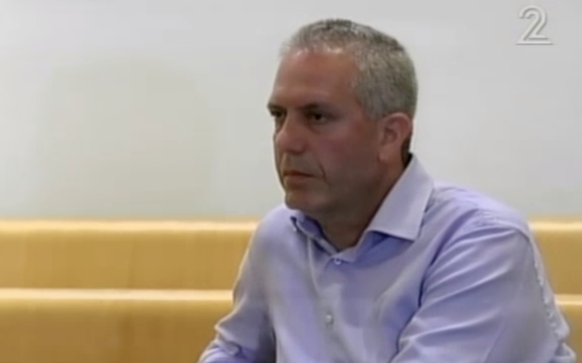 Avraham Barkai devant la cour des magistrats de Haïfa, le 12 mai 2012 (Capture d'écran : Douzième chaîne)
