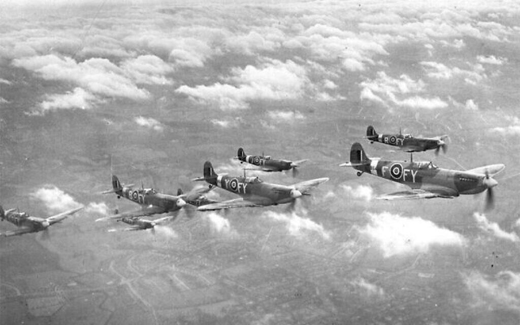 Des avions Spitfires de la RAF basés sur le champ d'aviation de Biggin Hill, dans le sud de l'Angleterre (Crédit : Domaine public)