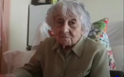 Maria Branyas, 113 ans, après avoir récupéré du COVID-19 à la résidence Santa Maria del Tura à Olot, en Espagne, le 11 mai 2020. (Capture d'écran : YouTube)