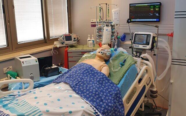 """La """"chambre d'hôpital du futur"""", construite au Centre israélien de simulation médicale du Centre médical de Sheba (Crédit : Centre médical de Sheba)"""