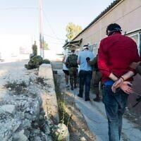 Illustration. Les forces de sécurité israéliennes arrêtent des membres présumés du FPLP dans le cadre d'une vaste opération de répression du groupe terroriste en Cisjordanie, sur une photographie non datée publiée le 17 décembre 2019. (Armée israélienne)