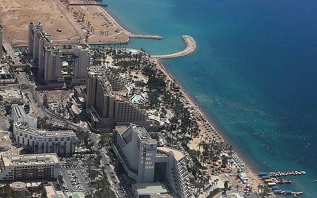 Vue des hôtels dans la ville du sud d'Israël d'Eilat. (Nati Shohat/Flash90)