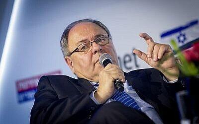 Dani Dayan, nouvellement nommé consul général israélien à New York, participe à l'ouverture d'une conférence traitant des questions et des moyens pour lutter contre le mouvement de boycott d'Israël, au Centre de Convention de Jérusalem, le 28 mars 2016. (Miriam Alster/Flash90)