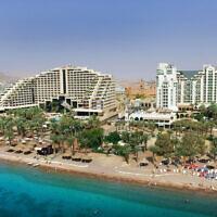 Hôtels au bord de la plage dans la station balnéaire d'Eilat, le 21 octobre 2015. (Moshe Shai/FLASH90)