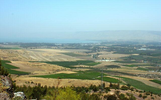 La vallée du Jourdain, le plateau du Golan, les collines de Gilead et le lac de Tibériade sont visibles depuis Mitzpor Eshkol, qui porte le nom de l'ancien Premier ministre israélien Levi Eshkol. (Crédit : Shmuel Bar-Am)