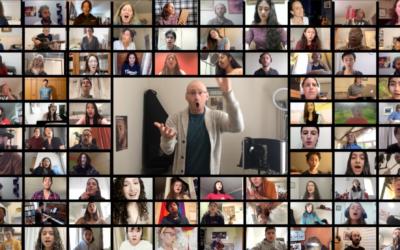 """Une capture d'écran de Micah Hendler (au centre), dirigeant 100 chanteurs et musiciens dans son réarrangement de """"Home"""", créé pendant le coronavirus. (Avec l'aimable autorisation de The Jerusalem Youth Chorus)"""