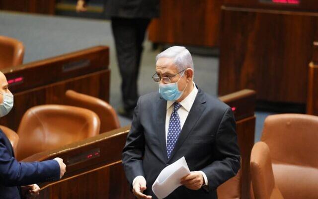 Le Premier ministre Benjamin Netanyahu à la Knesset, le 30 avril 2020. (Capture d'écran/Knesset)