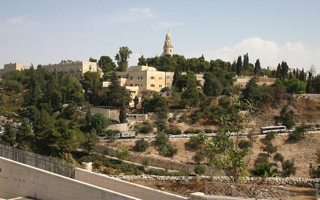 Le mont Sion et une route construite pour une visite papale en 1964. (Shmuel Bar-Am)