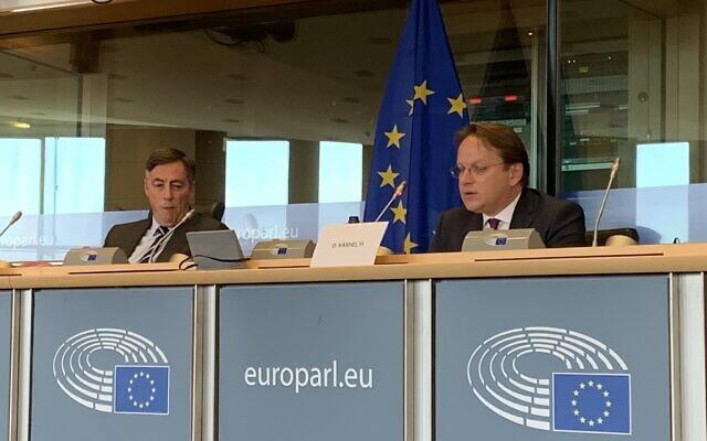Olivér Várhelyi, le commissaire à l'élargissement et à la politique européenne de voisinage, lors d'une réunion de la commission des affaires étrangères du Parlement européen, mai 2020. (Twitter)