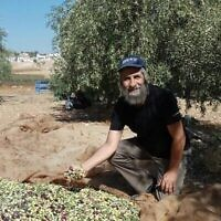 David Kishik-Cohen dans son oliveraie à l'extérieur de l'implantation de Kochav Hashahar. (via WhatsApp)