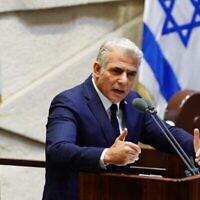 Le chef de l'opposition Yair Lapid à la Knesset lors de la présentation du 35e gouvernement d'Israël, le 17 mai 2020. (Knesset/Adina Veldman)