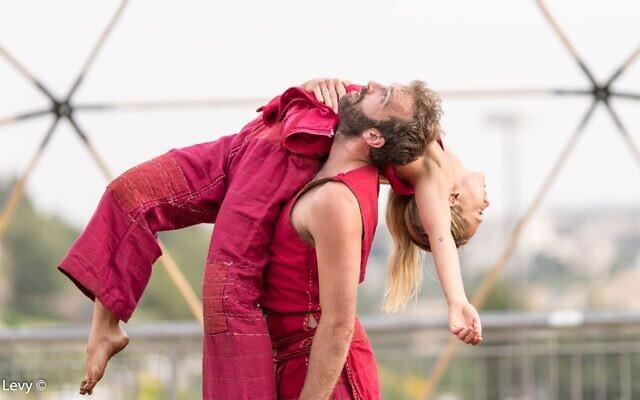 """Avec la """"La naissance du phoenix"""",  la troupe Vertigo se produira aux abords du centre de danse et de théâtre Suzanne Dellal, le 30 juin et le 1er juillet 2020 (Autorisation : Yoel Levy)"""