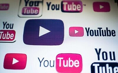 Des logos YouTube sur un écran d'ordinateur. (Crédit : AFP / Nicolas Asfouri)