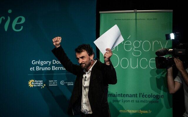 Gregory Doucet, candidat du parti vert français Europe Ecologie Les Verts à la mairie de Lyon, avant son discours de victoire, le 28 juin 2020 à Lyon. (Crédit : JEFF PACHOUD / AFP)