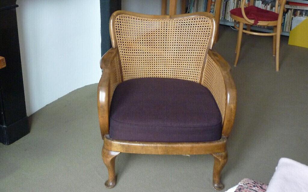 """Le fauteuil est présenté dans """"The SS Officer's Armchair : Uncovering the Hidden Life of a Nazi"""" de Daniel Lee. (Avec l'aimable autorisation de """"Jana"""")"""