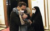 Le scientifique iranien Cyrous Asgari à son retour en Iran. (Crédit : agence officielle ISNA)