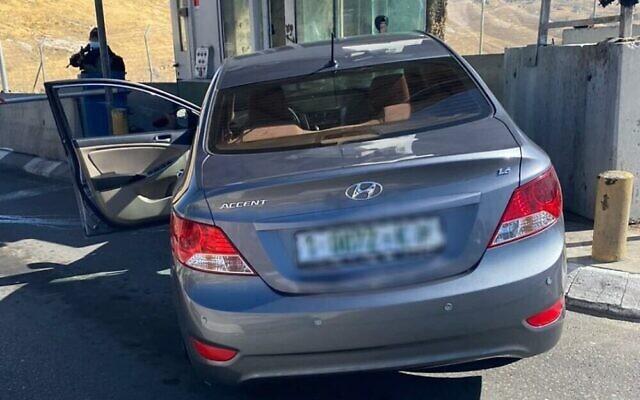 La scène d'une tentative présumée d'attaque à la voiture-bélier à un poste de contrôle de Cisjordanie près d'Abu Dis, à l'est de Jérusalem, le 23 juin 2020. (Police israélienne)
