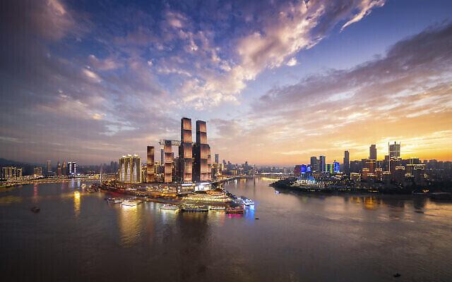 Raffles City Chonqing, l'un des derniers projets de l'architecte Moshe Safdie, qui a entamé sa première phase en juin 2020. (Autorisation : Moshe Safdie Architects)