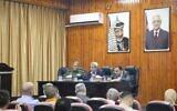 Les membres du conseil supérieur des urgences, à Qalqilya, discutent des détails de la nouvelle hausse de cas de coronavirus, le 2 juin 2020 (Crédit : Gouvernorat de Qalqilya sur Facebook)