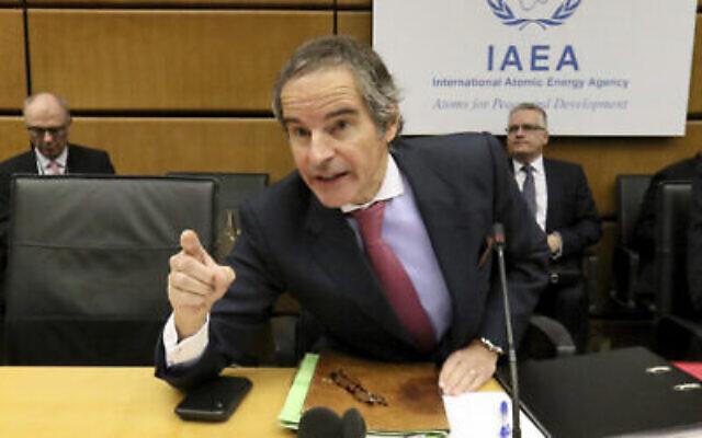 Le directeur général de l'Agence internationale de l'énergie atomique, Rafael Grossi, s'exprime avant le début de la réunion du conseil des gouverneurs de l'AIEA au Centre international de Vienne, en Autriche, le 9 mars 2020. (AP Photo/Ronald Zak)