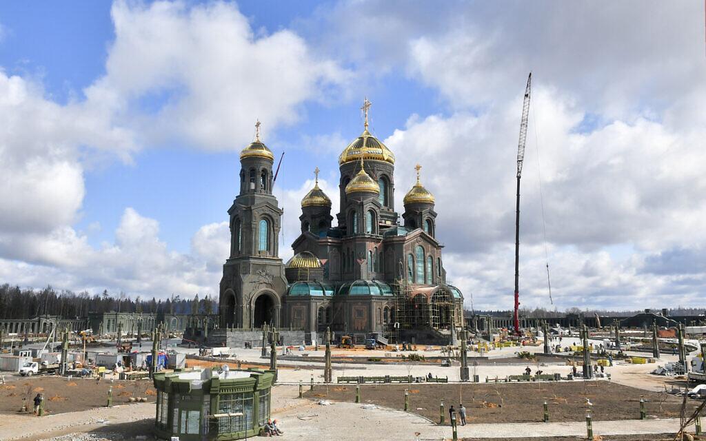 La cathédrale des forces armées russes au parc patriotique à proximité de Moscou, le 28 avril 2020. (Crédit : Sergei Kiselev, photo de l'agence de presse de Moscou via AP)