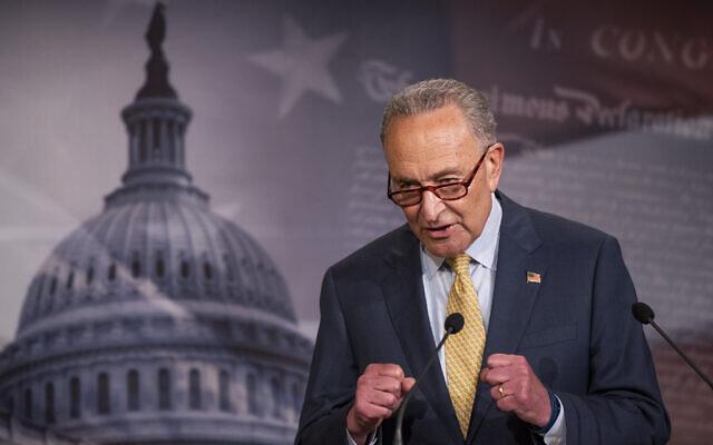 Le chef de la minorité au Sénat, Chuck Schumer, sénateur de l'État de New York, s'exprime lors d'une conférence de presse au Capitole, mardi 16 juin 2020, à Washington. (AP Photo/Manuel Balce Ceneta)