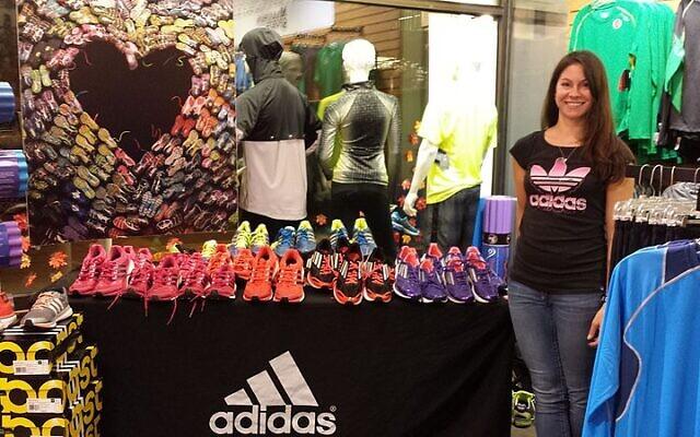 Une boutique Adidas à Boston, aux Etats-Unis. (Crédit : Whoisjohngalt /Creative CommonsAttribution-Share Alike 3.0 Unported)