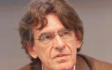 Luc Ferry en conférence lors du salon du livre de Paris 2017. (Crédit : Thesupermat / CC BY-SA 4.0)