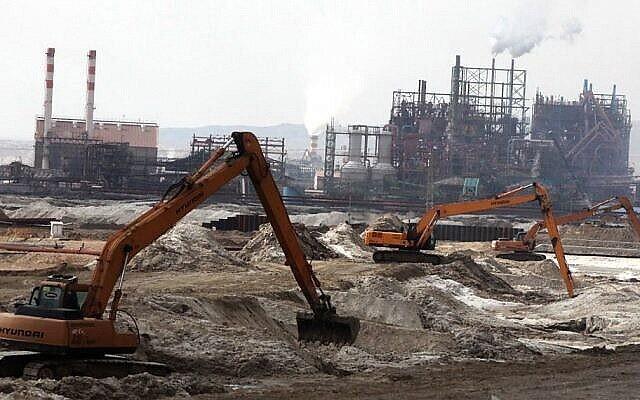 L'usine Dead Sea Works au sud de la mer Morte, le 1er février 2012. (Yossi Zamir/Flash90)