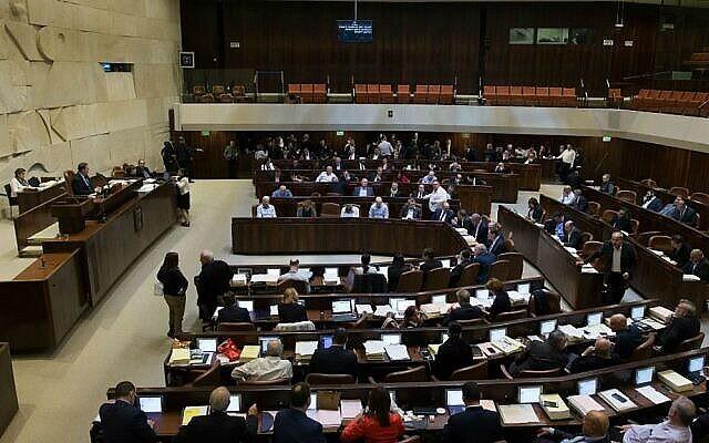 Le plénum de la Knesset vote le budget de l'Etat pour 2017-2018, le 21 décembre 2016. (Yonatan Sindel/Flash90)