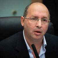 Le député Avi Nissenkorn, chef de la commission des arrangements de la Knesset, à la Knesset, le 11 décembre 2019. (Yonatan Sindel/Flash90)