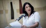 La nouvelle ministre des Transports Miri Regev s'exprime depuis le ministère des Transports de Jérusalem, le 18 mai 2020 (Crédit :  Yonatan Sindel/Flash90)