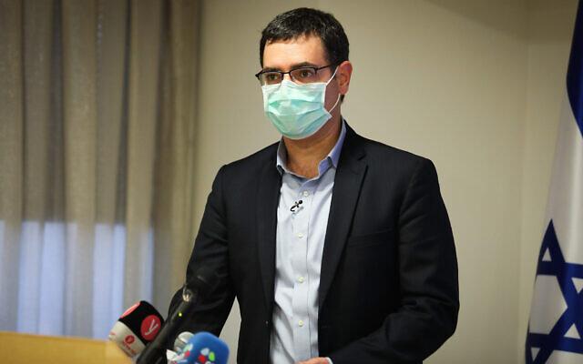 Moshe Bar Siman-Tov, directeur-général du ministère de la Santé, lors d'une conférence de presse au sujet du coronavirus au ministère de la Santé de Jérusalem, le 31 mai 2020 (Crédit : Flash90)