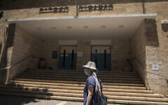 L'entrée du lycée Gymnasia Rehavia à Jérusalem, le 31 mai 2020 (Crédit :  Olivier Fitoussi/Flash90)