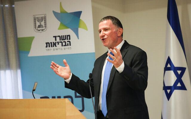 Le ministre de la Santé Yuli Edelstein s'exprime lors d'une conférence de presse sur le coronavirus COVID-19, au ministère de la Santé à Jérusalem, le 28 juin 2020. (Olivier Fitoussi/Flash90)