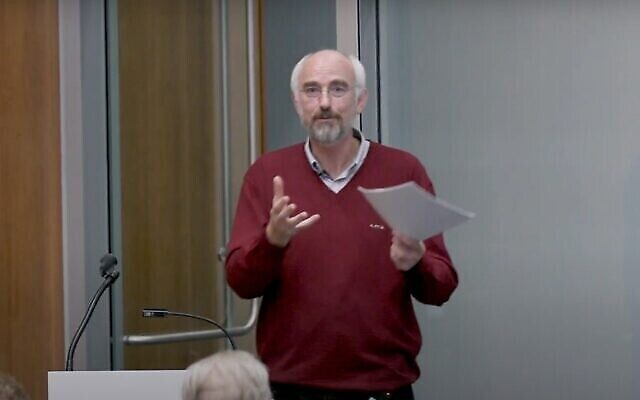 Le professeur de théologie de l'université d'Oxford pendant un cours magistral en novembre 2019. (YouTube)