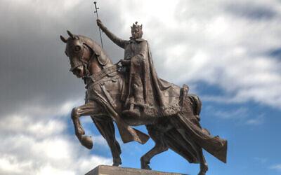 L'Apothéose de Saint-Louis, qui se trouve devant le Musée d'art de Saint-Louis dans le plus grand parc de la ville, commémore le roi homonyme, qui a persécuté les Juifs. (Wikimedia Commons)