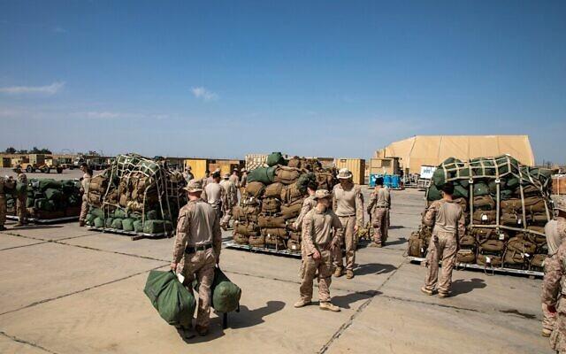 Le 2e Bataillon des 7e Marines emballant du matériel avant de se retirer de la base aérienne d'Al-Taqaddum, en Irak, en mars 2020. (Illustration / Domaine public)