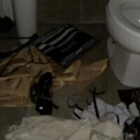 Des châles de prière et des tefillin jetés dans les toilettes à la congrégation séfarade Kol Yehouda à Montréal. (Autorisation : B'nai Brith Canada)