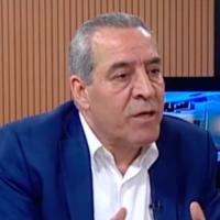 Hussein al-Sheikh, un proche confident du président de l'Autorité palestinienne Mahmoud Abbas, s'exprimant sur Palestine TV, la chaîne officielle de l'AP. (Crédit : capture d'écran Palestine TV)