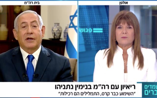 Le Premier ministre Benjamin Netanyahu (à gauche) est interviewé par Rina Matsliah sur la Douzième chaîne, le 14 septembre 2019. (Capture d'écran de la Douzième chaîne)
