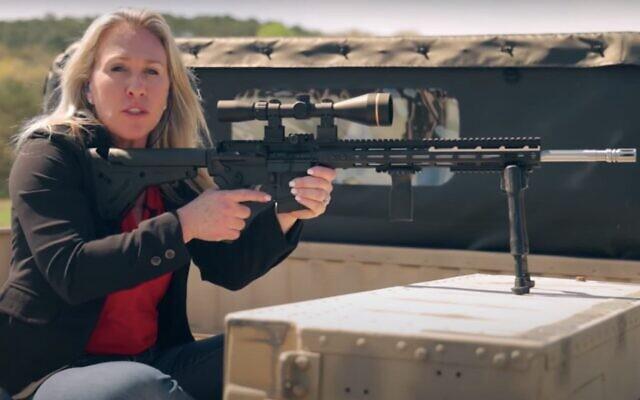 Marjorie Taylor Greene, candidate aux primaires républicaines de Georgie, dans un clip de campagne (Capture d'écran : YouTube)
