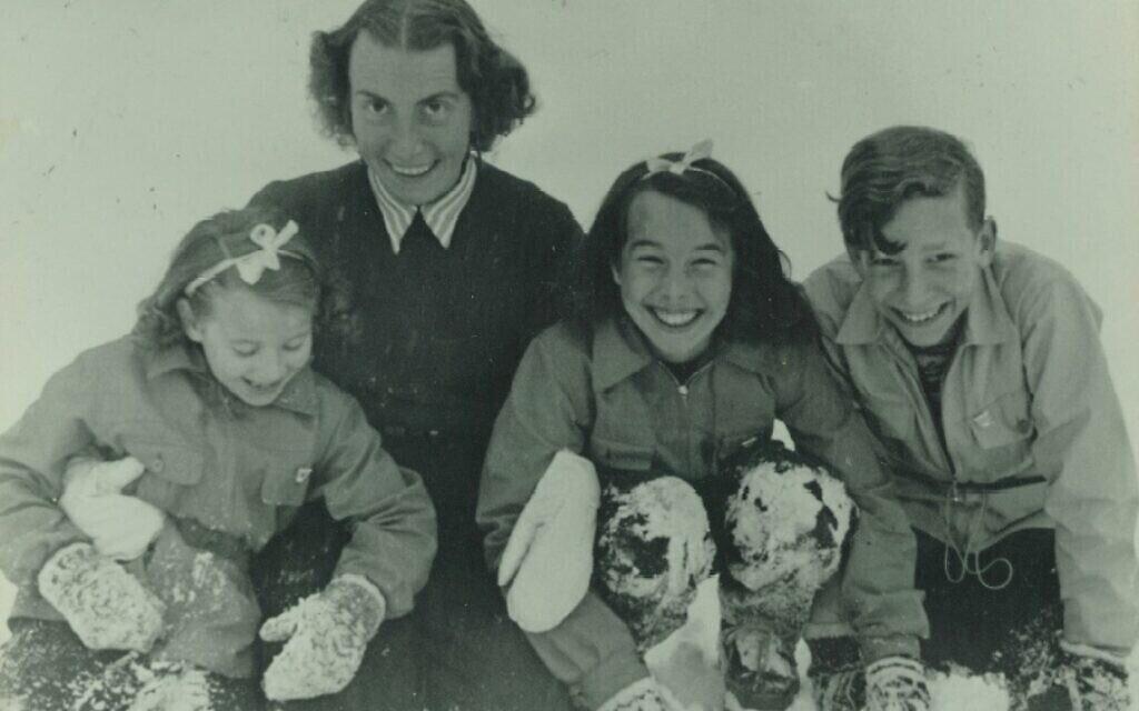 De gauche à droite : Barbara, Gisela, Jutta et Joachim (veuve et enfants de Robert Griesinger) vers 1946. (Avec l'aimable autorisation de Jutta Mangold)