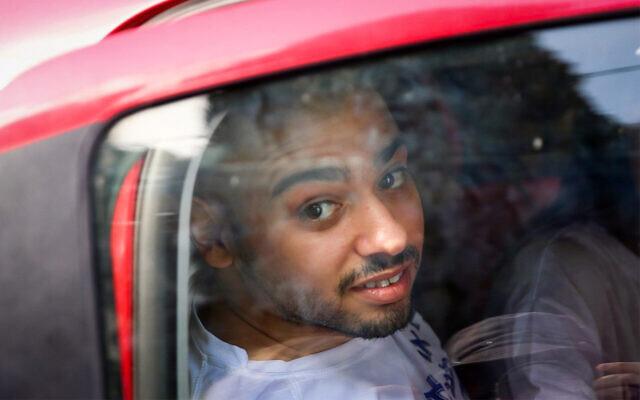Elor Azaria arrive à une prison militaire pour commencer sa condamnation, le 9 août 2017 (Crédit : Flash90)