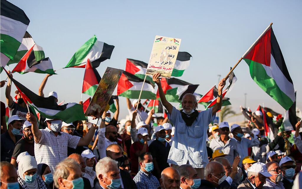 Des milliers de Palestiniens participent à un rassemblement contre le projet d'annexion de certaines parties de la Cisjordanie par Israël, dans la ville de Jéricho, en Cisjordanie, le 22 juin 2020. (Flash90)
