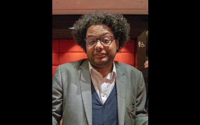 Le journaliste Stephen Bush dirigera une commission sur les préjugés contre les Juifs noirs en Grande-Bretagne (Crédit : Wikimedia Commons via JTA)