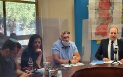 (De gauche à droite) Yossi Dagan, président du Conseil régional de Samarie, Ayelet Shaked, député de Yamina, David Elhayani, président du Conseil régional de la vallée du Jourdain et du Conseil de Yesha, et Naftali Bennett, président de Yamina, lors d'une réunion de la faction Yamina à la Knesset, le 1er juin 2020. (Autorisation)