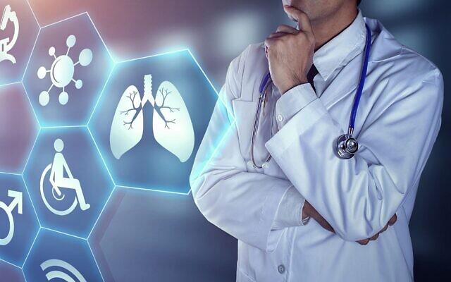 Image d'un docteur avec des icônes digitales (chaiyapruek2520, iStock by Getty Images)