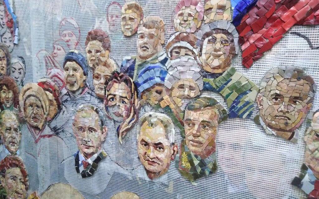 Cette peinture murale, où figure le président russe Vladimir Poutine, devait être dévoilée dans la cathédrale des forces armées russes. (Autorisation de MBH Media)